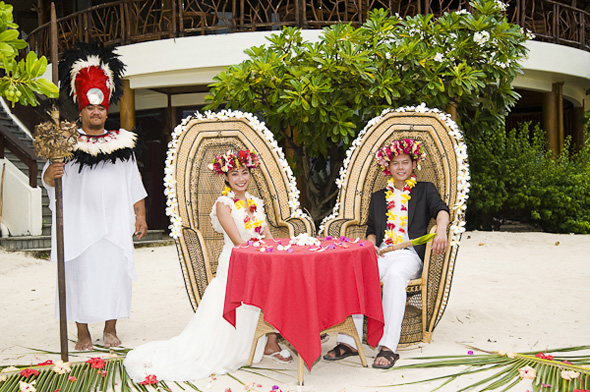 traditional french polynesia wedding Elopement in Moorea