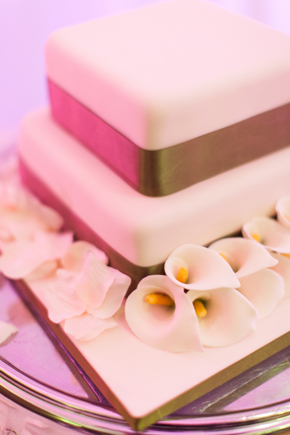 calla lilly wedding cake