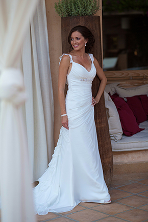 destination wedding dress1 Traditional Destination Wedding in Greece