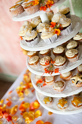 wedding cupcakes Costa Rica Destination Wedding by A Brit and A Blonde
