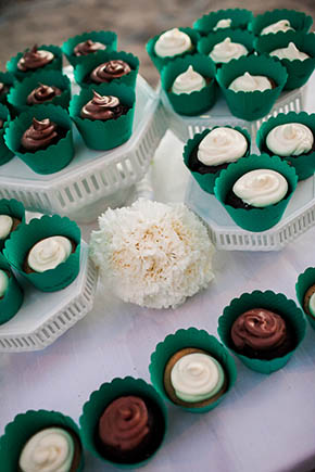 costa rica wedding cupcakes A Rustic Beach Wedding in Tamarindo, Costa Rica