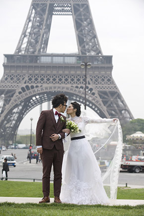 An Intimate Elopement In Paris France The Destination