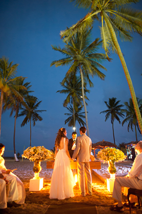 beach weddings at night