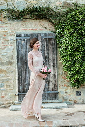 lace wedding dress Vintage Wedding Details in Tuscany