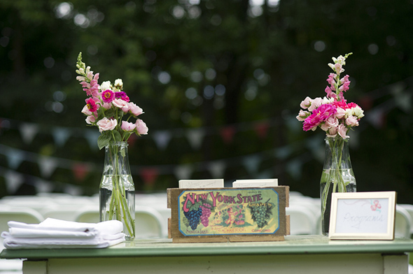 vintage weddings1 A Rustic Outdoor I Do in High Falls, New York