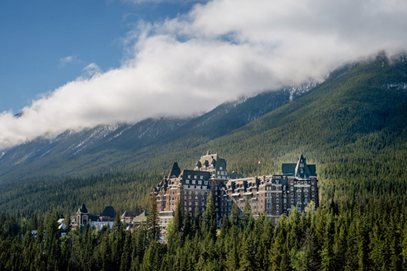 lake louise resorts