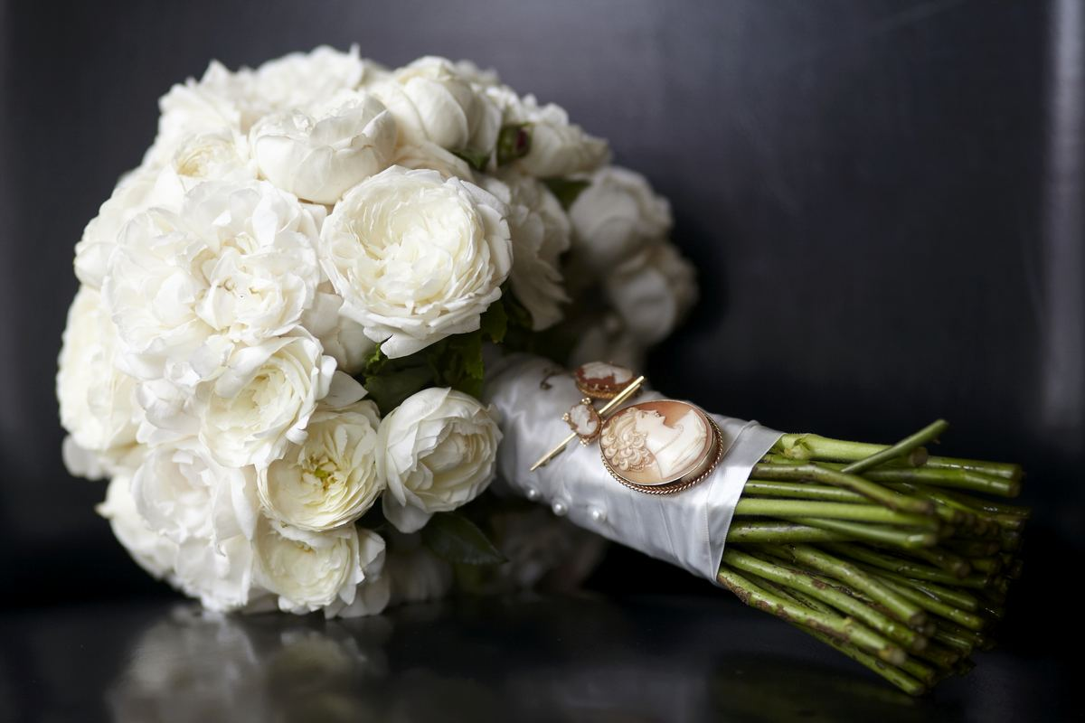white-bridal-bouquet