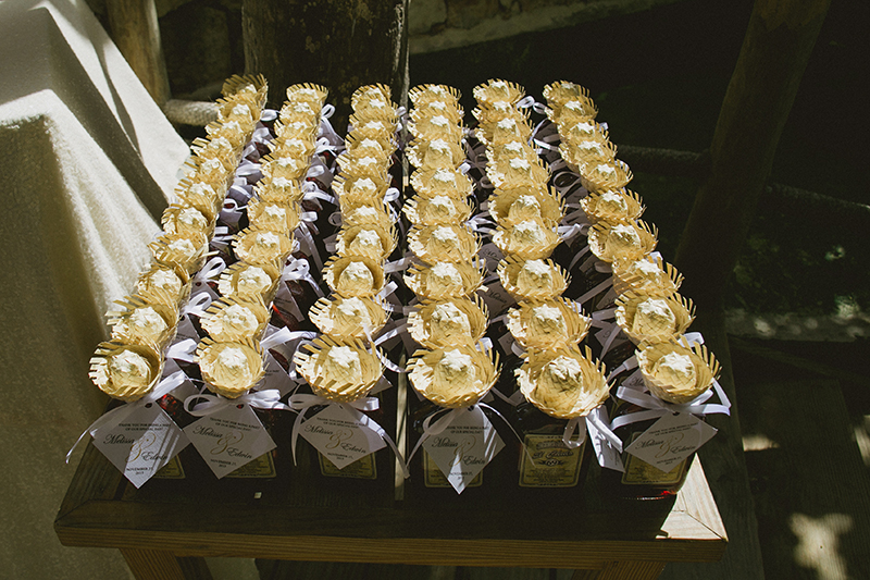 destination-wedding-favors