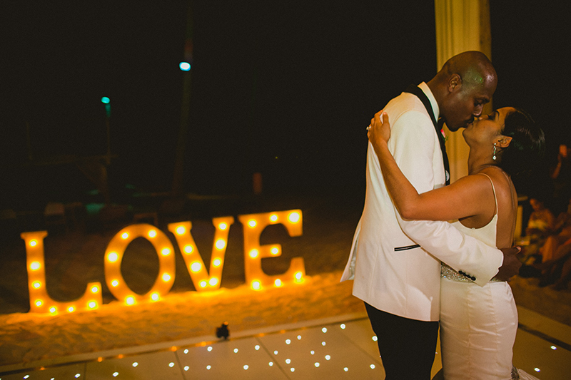 love-wedding-signs