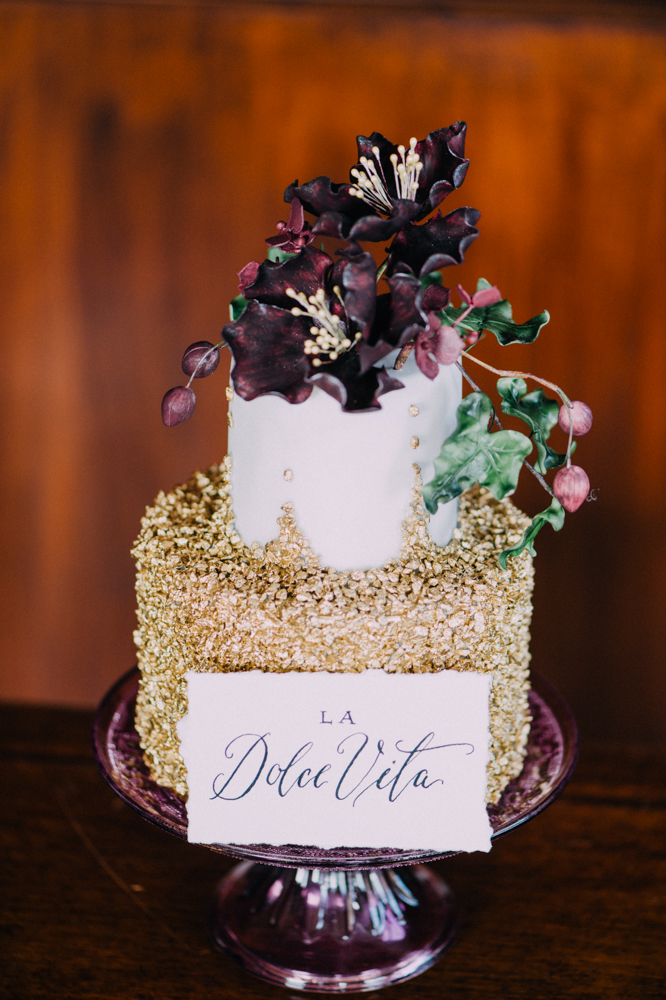 gold-wedding-cakes