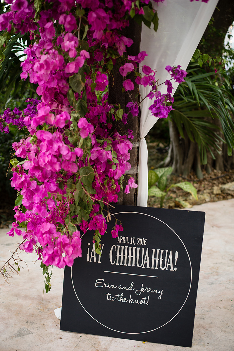 mexico-destination-wedding-sign