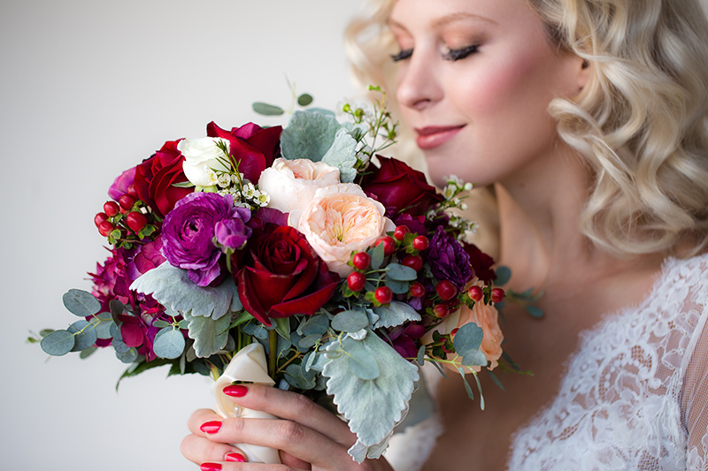 colorful-bridal-bouquets