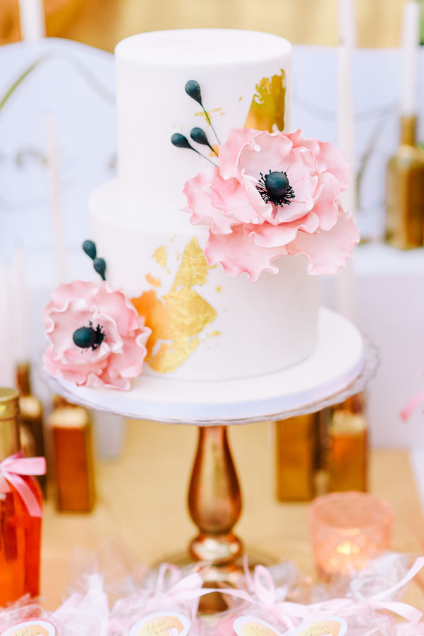 gold-pink-wedding-cake